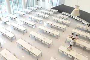 食堂は約1,100席。他に2Fには弁当持参者用の席が約250席ある