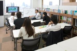 社内セミナーなど情報共有のシーンである「レビュー」