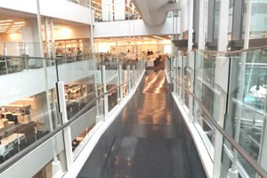 スキップフロアでは天井高やデスク間距離などが統一化されている