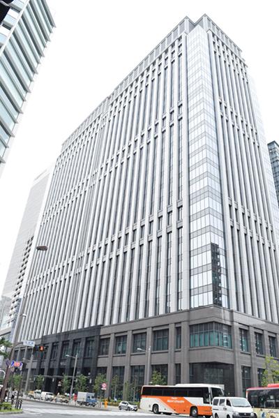 2015年に竣工した「鉄鋼ビル本館」は地上26階建て、延べ床面積約35,392坪の大規模オフィスビル
