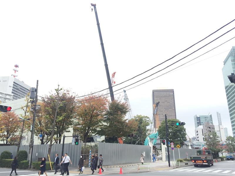 仮称)竹芝地区開発計画はJR浜松町駅が利用でき、ゆりかもめ「竹芝駅」が最寄り駅。メインの業務棟は地上39階建て、高さ210メートルの高層ビルで、2020年の竣工予定