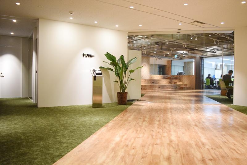 開放的な現オフィスのエントランス