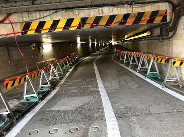 拡張工事が行われている高輪橋架道橋下区道